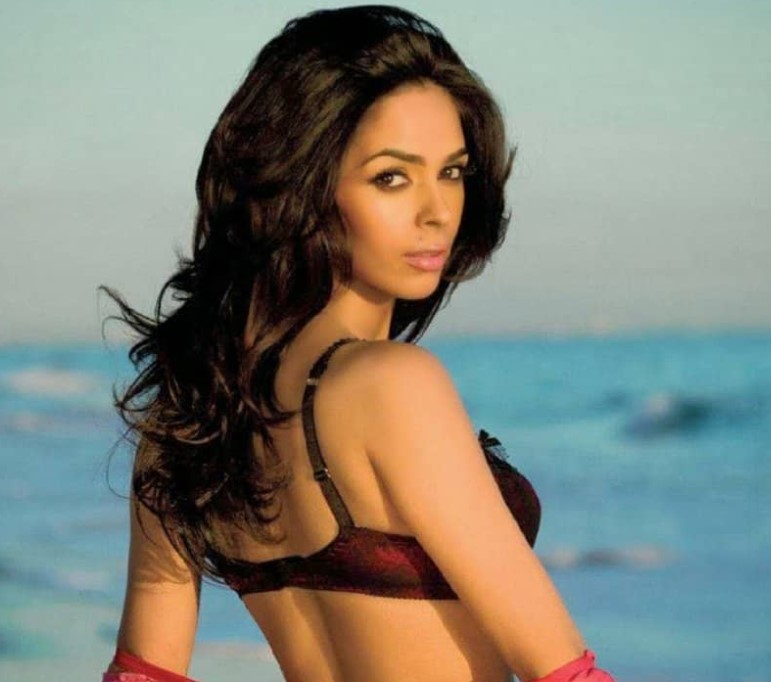 Bollywood actresses who changed their names after entering the industry